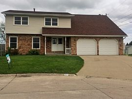 827 Oaklawn Ave, East Moline, IL 61244