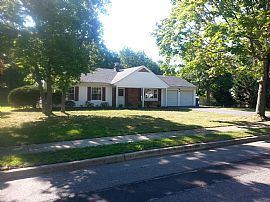 Great 4 Bed 2 Bath Home on Dead End Street
