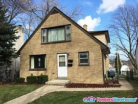 1432 S 85th St, West Allis, Wi 53214