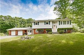 63 Laura Dr, Airmont, Ny 10952