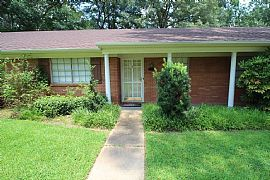 Lovely 3 Bedroom Home in 3374 Dawn Dr, Pearl, Ms