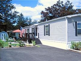 Comfortable Home Located in The Candlewood Community.