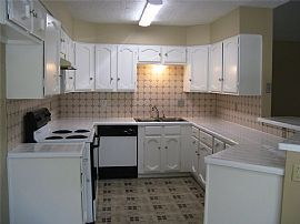Nice 3 Bed 2 Baths Home Open Floor Plan with Very Large Family