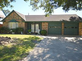 9631 Weatherwood Dr, Houston, TX 77080