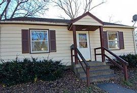 218 Milwaukee Ave Sw, Hutchinson, Mn 55350 2 Beds 1 Bath 1,400