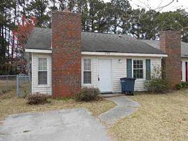 135 Pine Crest Dr, Jacksonville, Nc 28546