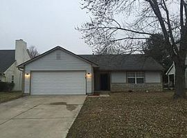 2940 Greenview Way, Indianapolis, in 46229