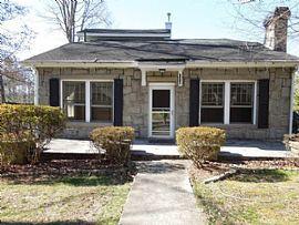 126 Flanders Ave, Hendersonville, Nc 28792 2 Beds 1 Bath