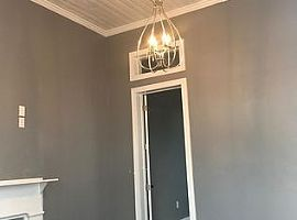 Located in a Quiet Block Which Is 2 Miles From French Quarter