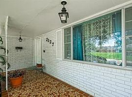 Bright, Spaciousne-Story Home in Lake Oaks