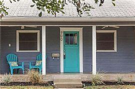 900 E 52nd St, Austin, Tx 78751 2 Beds 1 Bath 1,098 Sqft