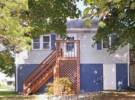 40 Ivan Ave, Warwick, RI 02889
