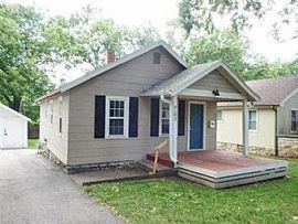 Charming 2 Bedroom.8102 Walnut St, Kansas City, Mo 64114