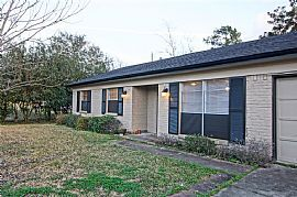 Beautiful Updated Single Family Residence Located in Seabrook,
