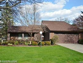 5647 Perrytown Dr, West Bloomfield, Mi 48322