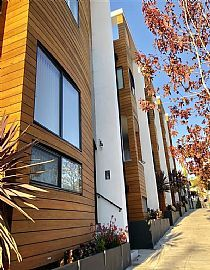 Modern 2 Bedroom in Prime Location in Little Italy with Balcony