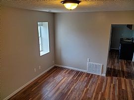 1 Bed 1 Bath Apartment - 525 Sq. Ft. - 3 Blocks From Marshall