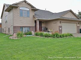 3124 S Fernwood Ave, Sioux Falls, Sd 57110