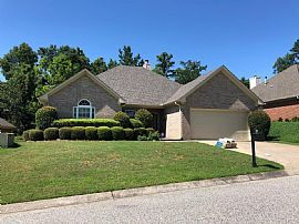 Adorable 3/2 Garden Home in The Highly Sought After Narrows Co