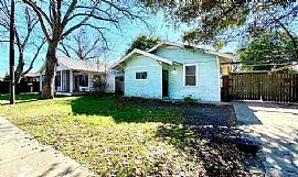 408 Terrell Ave, San Antonio, Tx 78214 The Rent Is $400
