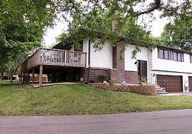 8201 W Park Hills Dr, Bloomington, Mn 55438