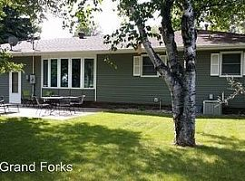 3506 7th Ave N, Grand Forks, Nd 58203