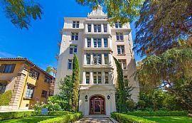 1360 N Crescent Heights Boulevard, 3-Bedroom Unit, 1360 N Cresc