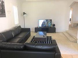 Unique 3 Bedroom Apartment