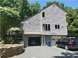 Apartment at 1495 Middle Rd,east Greenwich Ri