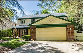 108 Midway Ln, Vernon Hills, IL 60061