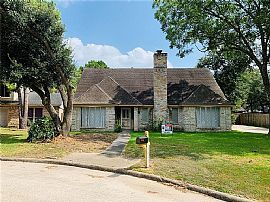 4811 Wind Chimes Dr, Houston, TX 77066