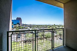 Beautiful Unit with Downtown City Lights and Mountain Views Fro