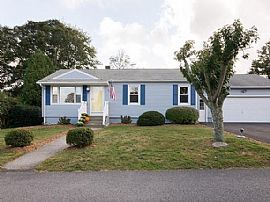 68 Jo Anne Ave, Portsmouth, RI 02871
