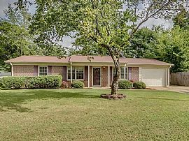 Gorgeous Home!! in Perfect Location ! - The Open Floor Plan Enc