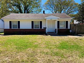 4489 Quince Rd, Memphis, TN 38117
