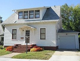 Nice House. 303 Locust St, Yankton, SD 57078