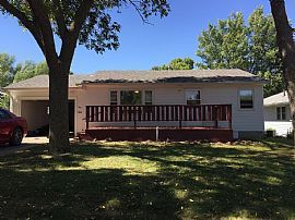 321 N Olive Ave, Madison, SD 57042