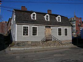 2 bedroom Apt- in 1792 Restored Gambrel