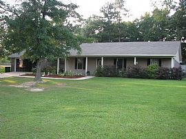 Spacious 3 Bedroom Home with Covered Patio in New Hope