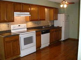 900 Sq Ft Townhouse Heat/hot Water Included!!!