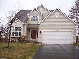 Large 4 Bedroom Painted Lakes Home with Lease Deal!