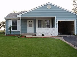 2 Bedroom, 1 Bath Home with Small Pets Allowed