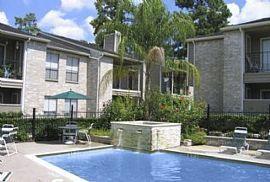 1 Bd/1 Bath Lush Residential Setting Jus